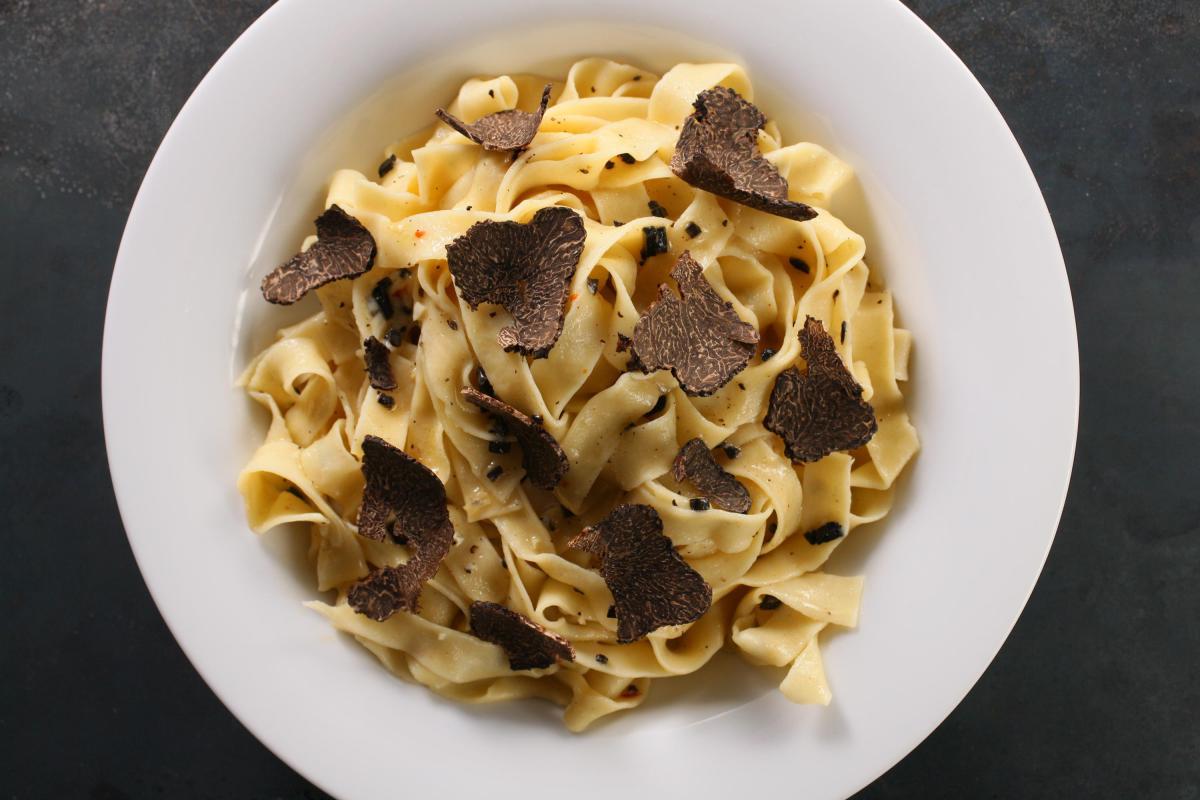 29312_black_truffle_pasta.jpg