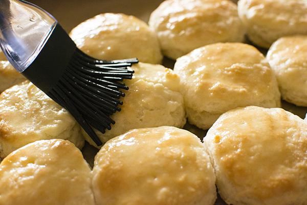 homemade+buttermilk+biscuits+-+chasing+saturdays