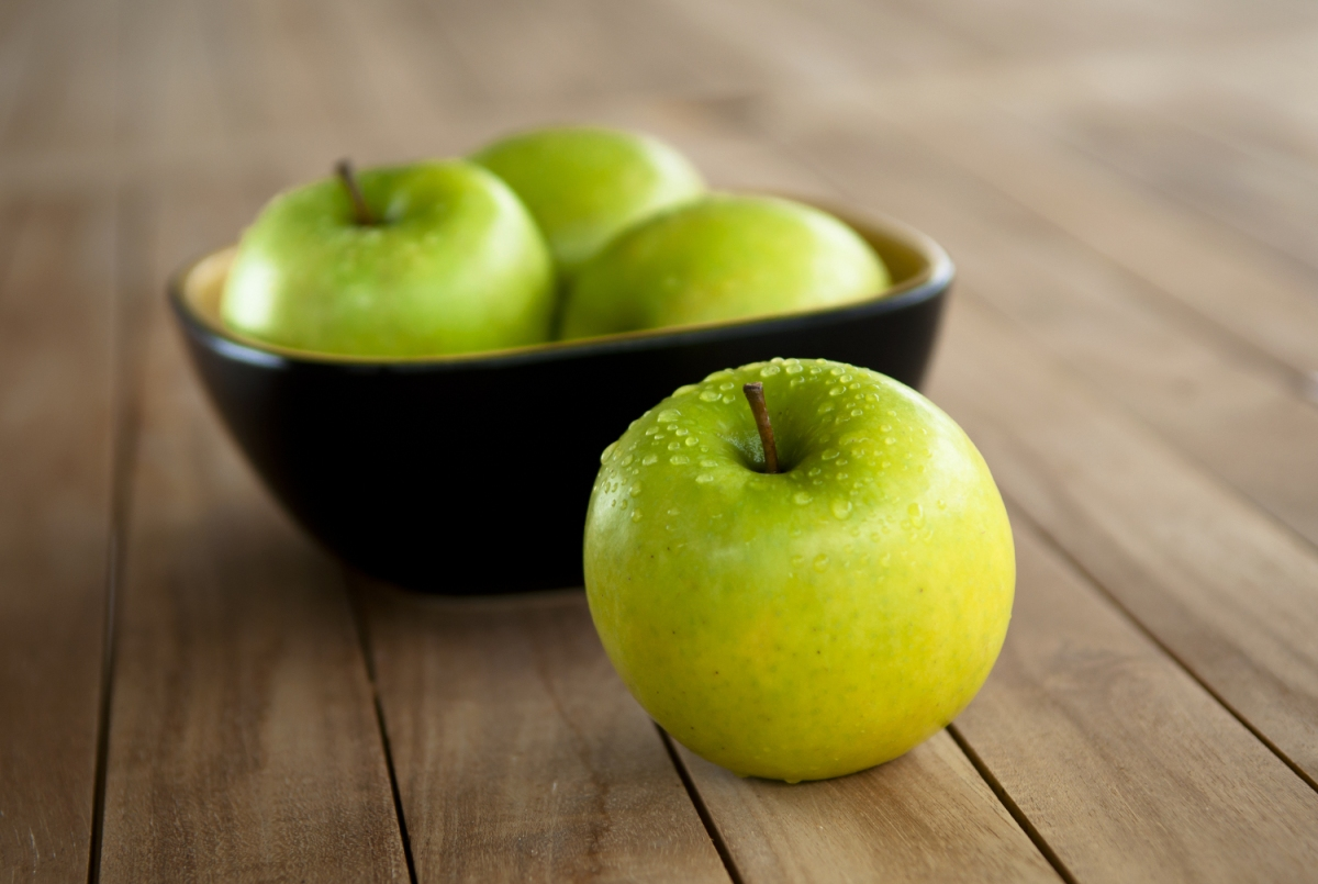 shutterstock_106071779_granny-smith-apples