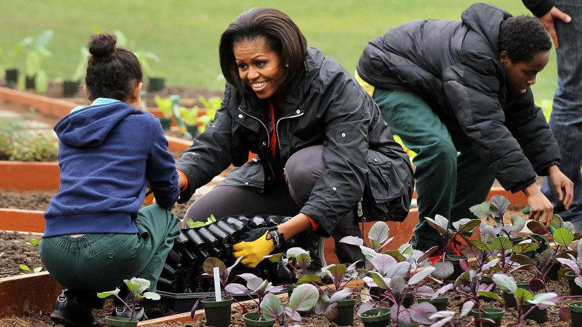 Michelle Obama Gardening_wide-cb960d9b92239d4800c8b32df9f5f29c9e68a519-s900-c85