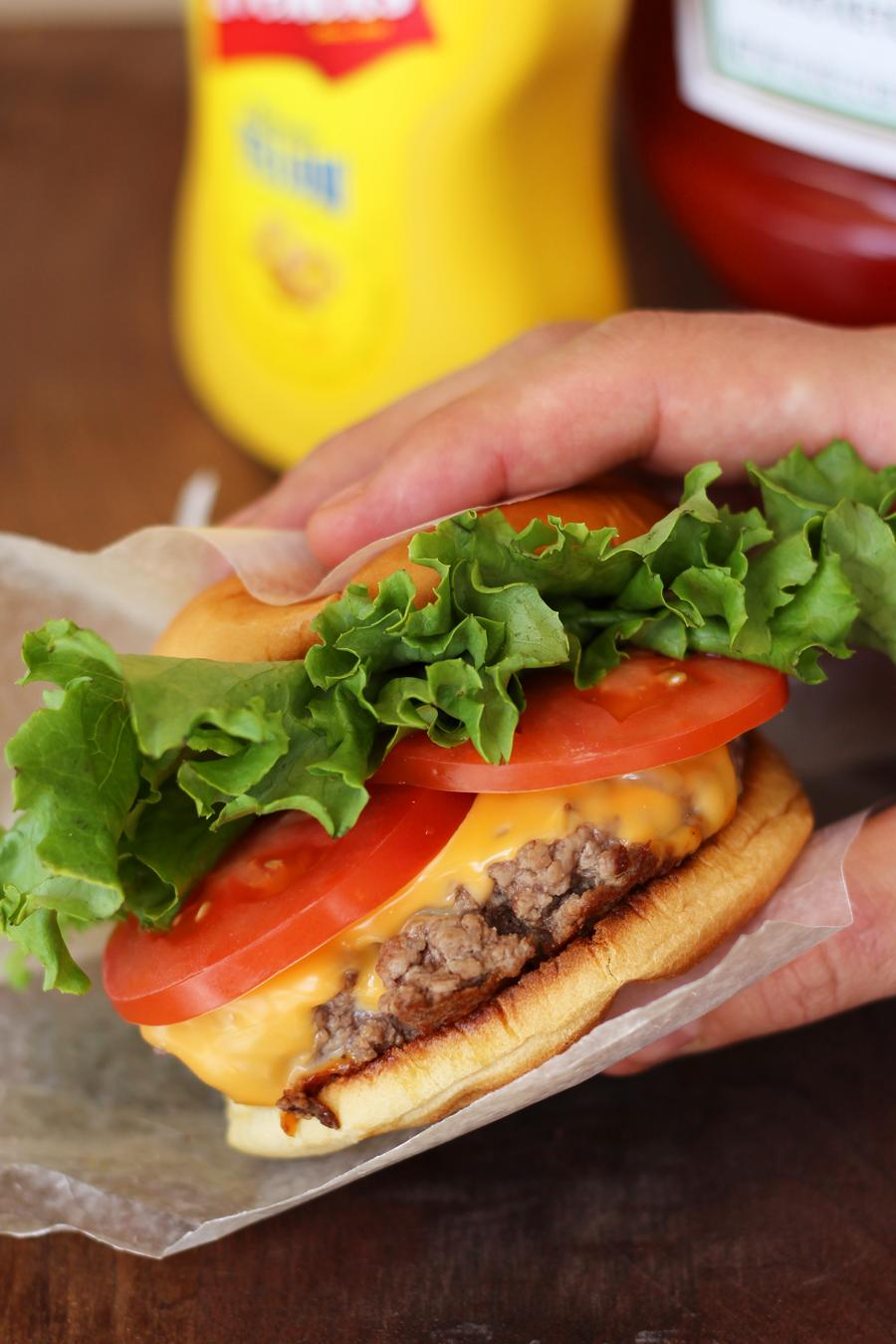 Shake_Shack_Burger_Vert.jpg