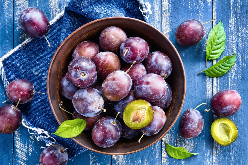 health_benefits_eating_plums_1.jpg